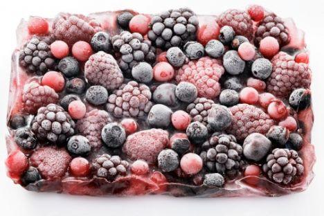 6- Kabuksuz meyveler:Çilek, ahududu, böğürtlen, dut, yaban mersini gibi kabuksuz ve küçük meyveler antioksidanlar açısından oldukça zengin ve kanseri önlemek konusunda marifetleri boylarından büyük. Bu meyveleri diyetinize katmanın en eğlenceli yollarında biri de dondurulmuş meyvelerden yapacağınız shake'ler olacaktır.